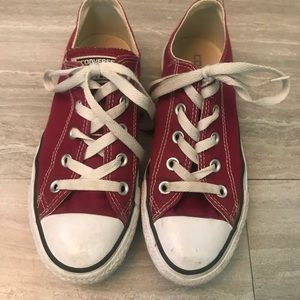 Maroon/red converse